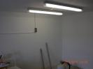 Alles beiseite gepackt, und zwei Leuchtstoffröhren für mehr Licht auf der Anlage angebaut.