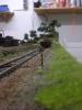 Eine der Kreuztafeln. Diese hier zeigt das kommende Einfahrsignal des Bahnhofs an.
